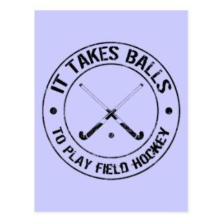 Toma bolas para jugar la postal del hockey hierba