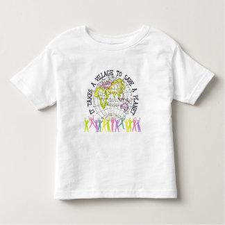 Toma una camiseta del niño del pueblo
