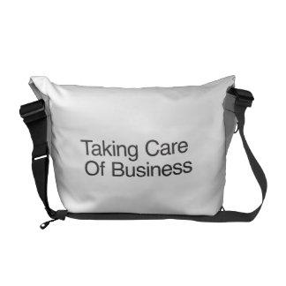 Tomar el cuidado del negocio bolsas de mensajeria