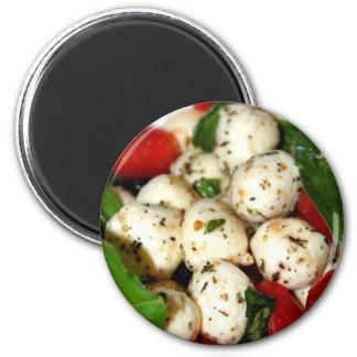 Tomate de cereza y ensalada de la mozzarella imán redondo 5 cm