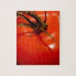 Tomate rojo maduro y preparado, delicioso rompecabezas con fotos
