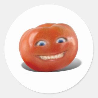 Tomate sonriente de la cara feliz pegatina redonda