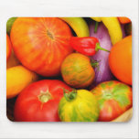 Tomates coloridos de la herencia alfombrillas de raton