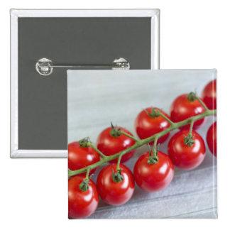 Tomates de cereza en la vid para el uso en los E.E Pins