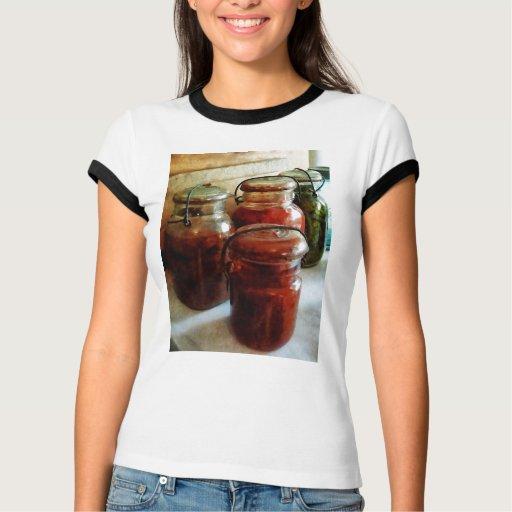 Tomates e hilo en tarros de enlatado playeras