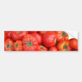 Tomates en una cesta pegatina para auto