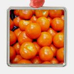 Tomates maduros regordetes ornamentos para reyes magos