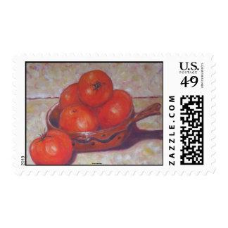 Tomates rojos en un sello del plato