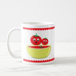 Tomates y sopa del tomate taza básica blanca