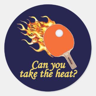 Tome a calor el ping-pong llameante pegatina redonda
