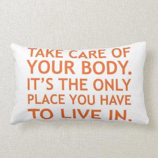Tome el cuidado de su almohada del cuerpo