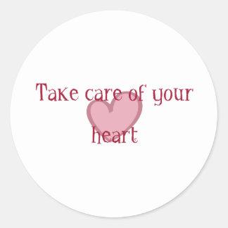 Tome el cuidado de su corazón pegatina redonda