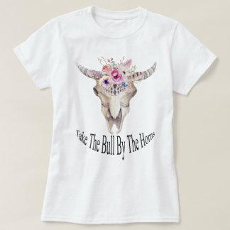 Tome la Bull por la acuarela de los cuernos floral Playera