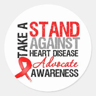 Tome un soporte contra enfermedad cardíaca etiquetas redondas