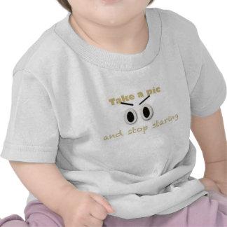 Tome una imagen y pare el mirar fijamente camiseta