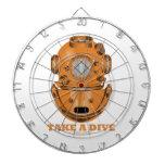 Tome una zambullida (el oceanógrafo del casco del  tablero de dardos