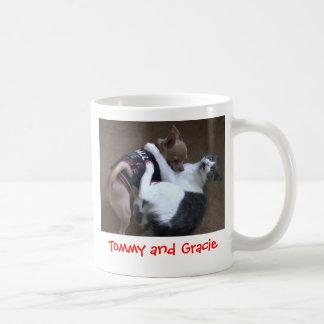Tommy y taza de Gracie