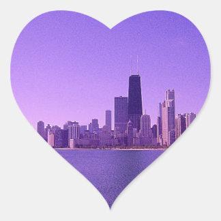 Tonalidades purpurinas profundas del horizonte de pegatina en forma de corazón
