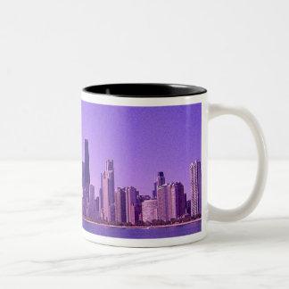 Tonalidades purpurinas profundas del horizonte de  taza dos tonos
