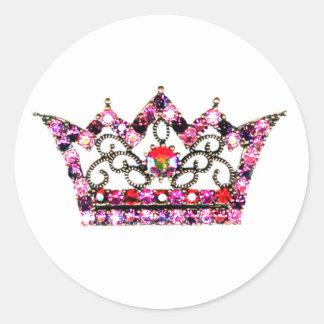 Tonalidades rosadas de los pegatinas de una tiara pegatina redonda