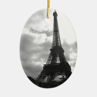 Tono negro de la torre Eiffel Adorno Navideño Ovalado De Cerámica