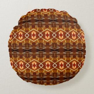 Tonos de la tierra del otoño en un diseño tribal cojín redondo
