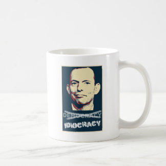 Tony Abbott - defensor del idiocracy australiano Taza Básica Blanca