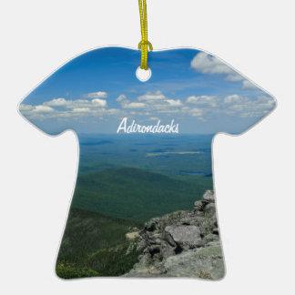 Top de la montaña de Whiteface, Adirondacks, NY Adorno De Cerámica En Forma De Camiseta