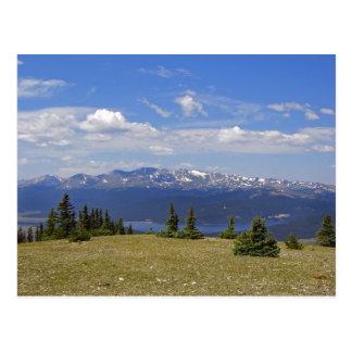 Top de la postal de la montaña