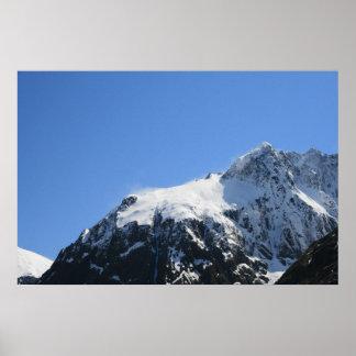Top nevado de la montaña - poster