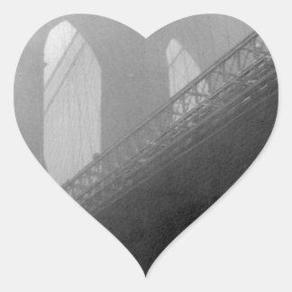 Top-Niebla del puente de Brooklyn Pegatina En Forma De Corazón