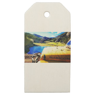 Top of a Yellow Jeep with Mountains Wooden Gift Tags