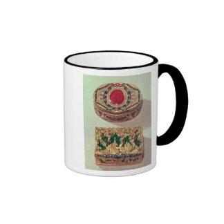 Top: Tabaquera del oro embutida con las diversas p Taza De Café
