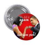 Topetón del puño de la victoria de Barack y de Mic Pin Redondo De 1 Pulgada
