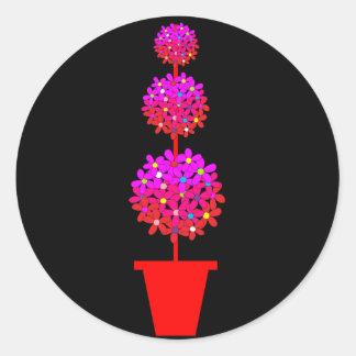 Topiary de la margarita en rosas pegatina redonda