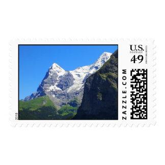 Tops de la montaña en las montañas suizas sellos