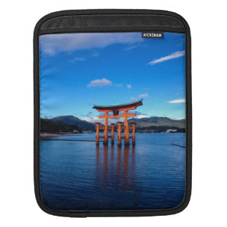 Torii flotante, Miyajima, Japón Fundas Para iPads