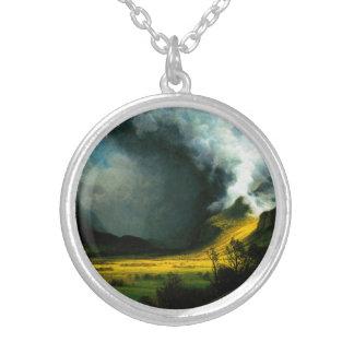 Tormenta de Albert Bierstadt en el collar de las m