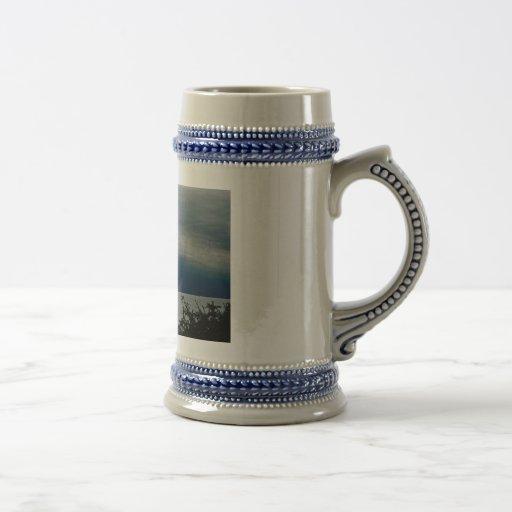 Tormenta de la elaboración de la cerveza tazas de café