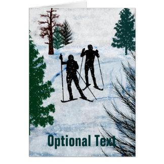 Tormenta de la nieve de dos esquiadores del campo tarjeta de felicitación