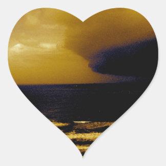 Tormenta del huracán que se acerca a la onda oscur pegatinas de corazon personalizadas