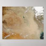 Tormenta del polvo en el Oriente Medio Posters