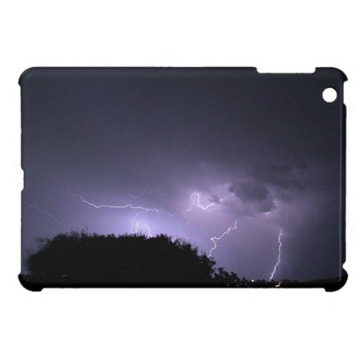 Tormenta del relámpago en el cielo púrpura iPad mini carcasas