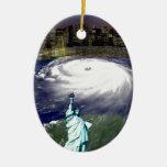 Tormenta estupenda Sandy 2012, ojo del storm_ Adorno Navideño Ovalado De Cerámica