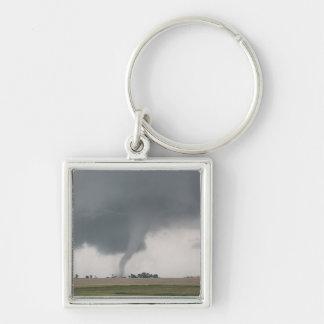 Tornado del campo llavero cuadrado plateado