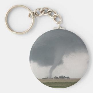 Tornado del campo llavero redondo tipo pin