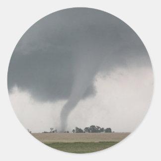 Tornado del campo pegatina redonda