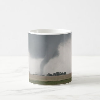 Tornado del campo tazas de café