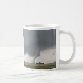 Tornado del campo taza de café