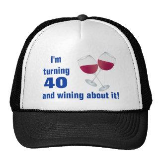 Torneado de 40 con el gorra de las copas de vino